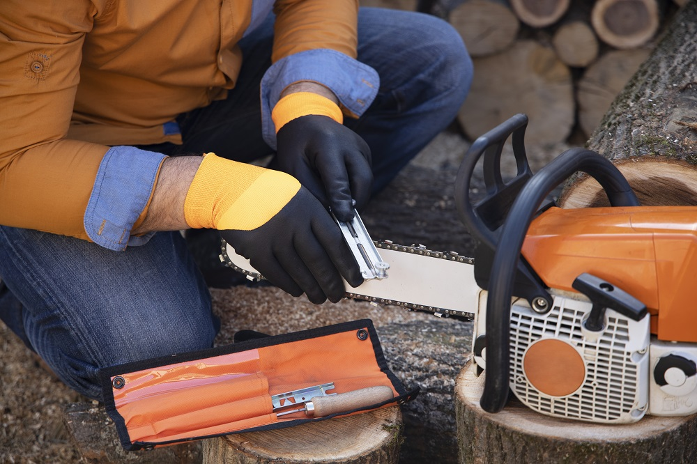 sharpening a dull chainsaw